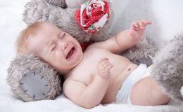 Почему у новорожденных появляются колики