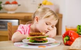 Ребенок плохо ест: как повысить аппетит