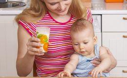 Как научить ребенка есть твердую пищу?