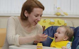 Первые прикормы: что дать ребенку на завтрак?