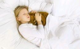 Ребенок скрипит зубами во сне. Это глисты?