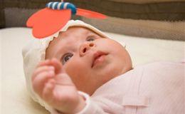 Самые первые игры: как развлекать новорожденного