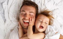Ребенок и гены: 15 особенностей, которые передаются малышу от отца