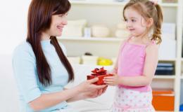 Что подарить девочке на 8 марта: 5 свежих идей