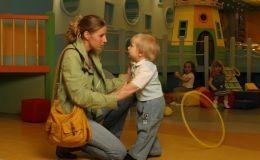 Что лучше для ребенка — няня или садик: плюсы и минусы