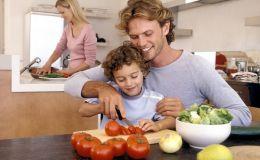 Как приготовить ребенку полезный теплый салат
