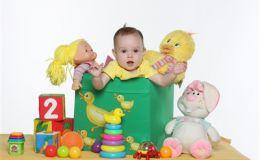 Ребенок 5 месяцев: первые игры и забавы