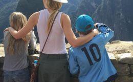Гвинет Пэлтроу показала семейные фото с отдыха в Перу