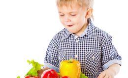 Осторожно: первые овощи, почему их нельзя давать детям