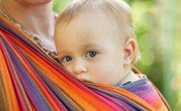 Носить малыша лицом к миру опасно