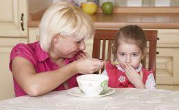 Ребенок не хочет есть полезные продукты: что делать?