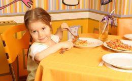 Почему ребенок плохо ест: 4 ошибки родителей