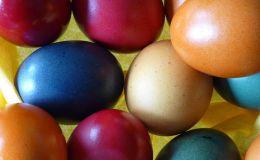 Чем нельзя красить яйца на Пасху. Опасные красители