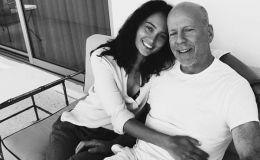 Океан нежности: Брюс Уиллис с дочками считает волны