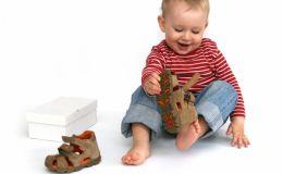 Профилактика плоскостопия у малыша: какой должна быть обувь крохи