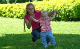 Почему водить ребенка за руки нельзя