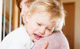 Ребенок прищемил палец: первая помощь