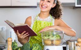 Первый прикорм: 5 лучших помощников на кухне для мамы