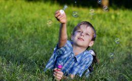 Летом ребенок быстрее растет: как избежать переломов