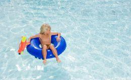 Закаляемся и укрепляем иммунитет ребенка летом: 7 веселых игр на воде