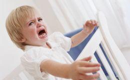 Узнайте, как вытащить занозу уребенка без боли: первая помощь