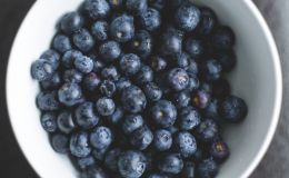 Сезон черники: 7 причин срочно купить ягоду для красоты и здоровья