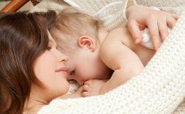 Почему успешное грудное вскармливание зависит от частого контакта с мамой