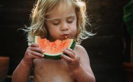 Арбуз: сколько дней хранить и когда опасно есть
