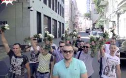 Реакция девушек на цветы в подарок от незнакомцев (Видео)