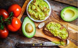 Вкусная закуска на завтрак: рецепт гуакамоле из авокадо