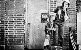 Милла Йовович и ее дочь очаровали красотой в стильной фотосессии для глянца