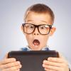 Дети и гаджеты: 10 причин отобрать у ребенка планшет
