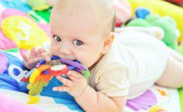 Когда и как режутся зубы у детей: температура и другие нюансы