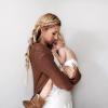 Ученые рассказали, почему все мамы носят детей слева