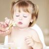 Питание ребенка – как отмыть яблоки и груши от пестицидов