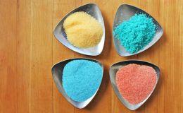 Делаем цветную соль: 3 творческих проекта для раннего развития ребенка