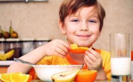 Топ-5 продуктов, которые лучше не давать ребенку на завтрак