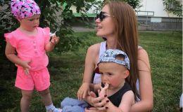 Неожиданный отдых: Слава Каминская показала детей и фигуру в купальнике