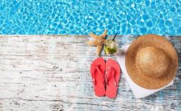 Будет жарко: какие купальники выбирают звездные мамы этим летом