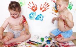 Игры для детей с красками – грязные, но полезные. В чем их ценность?