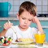 Правила питания: 7 НЕЛЬЗЯ в попытках накормить ребенка