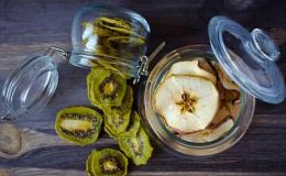 Как сделать полезные чипсы из фруктов и овощей: 10 потрясающих домашних рецептов