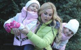 Новые звезды: дочки-близнецы Камалии впервые вышли на паркет