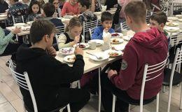 Здоровому питанию в школе быть! Евгений Клопотенко вкусно накормил школьников