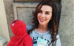Маленький блондин: Анна Седокова поделилась фото с сыном