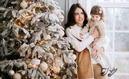 К Новому году готовы! Маша Собко показала фото с дочкой под елочкой
