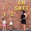 Креативное признание: как мамочка-блогер сообщила о своей третьей беременности с помощью ругательства