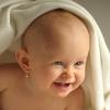 Мнение врачей: в каком возрасте можно прокалывать ребенку уши