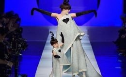Просто посмотрите: беременная супермодель Коко Раша на подиуме с дочкой