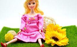Беременная кукла, аналог Барби, возмутила родителей